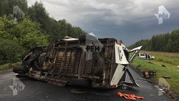 Пять человек погибли в результате столкновения двух микроавтобусов