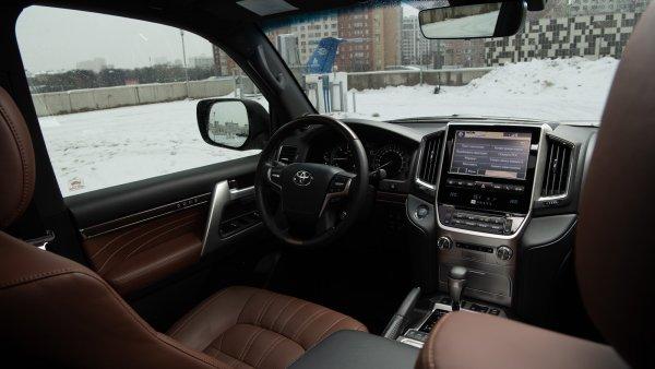 «Угнали за день до съемок»: Блогер поделился самой большой проблемой Toyota Land Cruiser 200