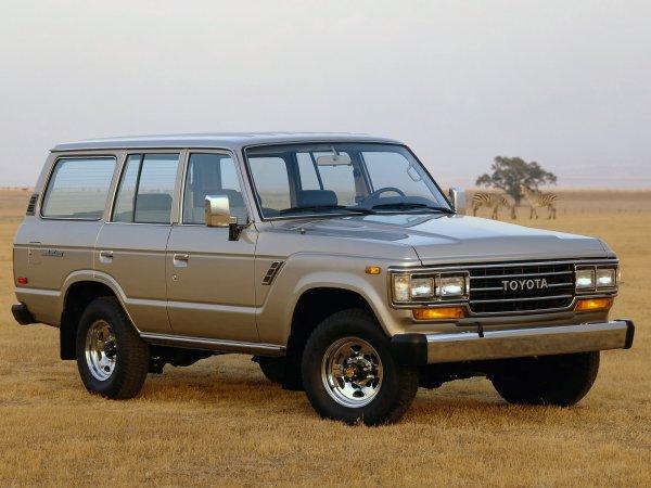 Утёр нос «пузотеркам»: Toyota Land Cruiser 60 «разнес» на бездорожье УАЗ «Патриот» и Renault Duster