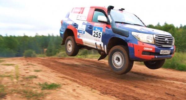 Боевой Терминатор для ралли: Блогер представил самый мощный Toyota Land Cruiser 200 в России