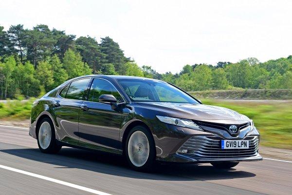«Разорит вас за 5 лет»: Блогер рассказал о расходах на содержание Toyota Camry 2019