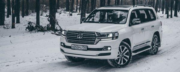 «Крузак не на асфальте? Фотошоп!»: В сети оценили внедорожный заезд Toyota Land Cruiser 200