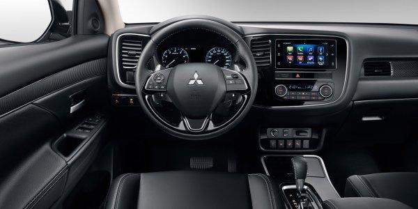 «Старую машину завернули в новую фольгу»: Блогер раскритиковал Mitsubishi Outlander