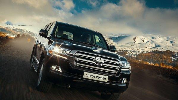 «Эталон сочетания внедорожных качеств и комфорта»: Блогер поделился впечатлениями от аренды Toyota LC 200 через каршеринг