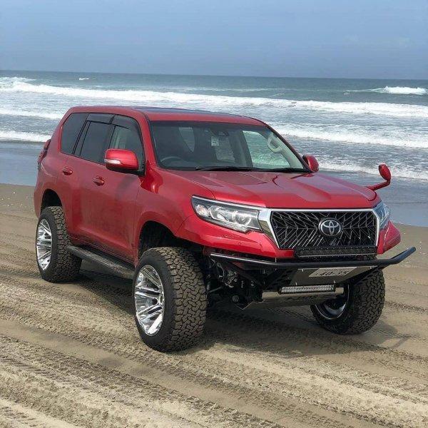 «Монстр» или «гламурная киса»: Лучший тюнинг Toyota Land Cruiser Prado выбрали в сети