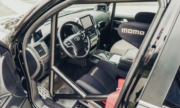«Бесполезный автомобиль»: Пользователи раскритиковали 2000-сильный Toyota Land Cruiser 200