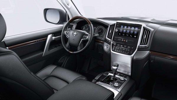 Дорого ли обслуживать «Крузак»? Блогер вычислил потери от владения Toyota LC 200 за 10 лет