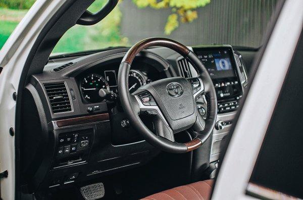 «Попробуйте найти машину, которая вас заинтересует больше»: Блогер остался в восторге от Toyota Land Cruiser 200