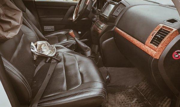 «Первый раз такого вижу»: Блогер оценил Toyota Land Cruiser 200 в нестандартном исполнении