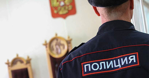 От удара кровь хлынула фонтаном. В Тюменской области судят полицейского, который избил закованного в наручники мужчину