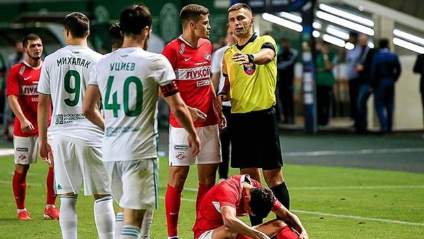 В ходе матча российской Премьер-лиги публично оскорбили судью