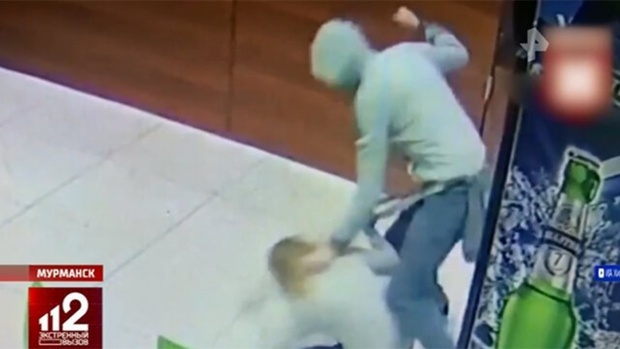 Молодой человек избил девушку-бармена из-за высоких цен