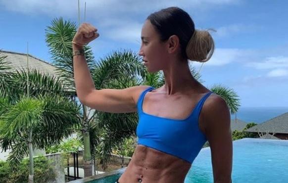 Ольга Бузова показала мышцы и сделала