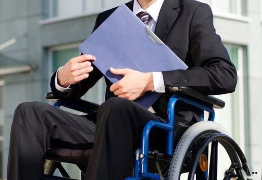 В Тюмени инвалида устроили работать на предприятие после вмешательства прокуратуры