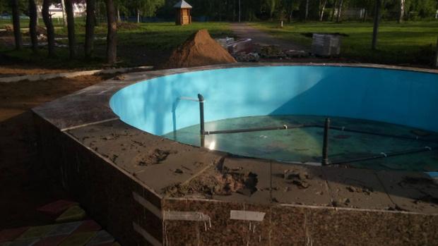 Вандалы разгромили фонтан в строящемся парке