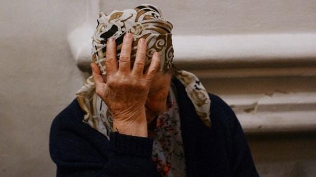 Представившись сотрудницей пенсионного фонда, женщина обманула бабушку