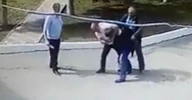 Прямо на рабочем месте подрались сотрудники полиции