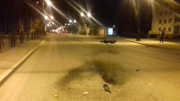 Ночью в Тюменской области мотоциклист скончался, врезавшись в уборочную технику