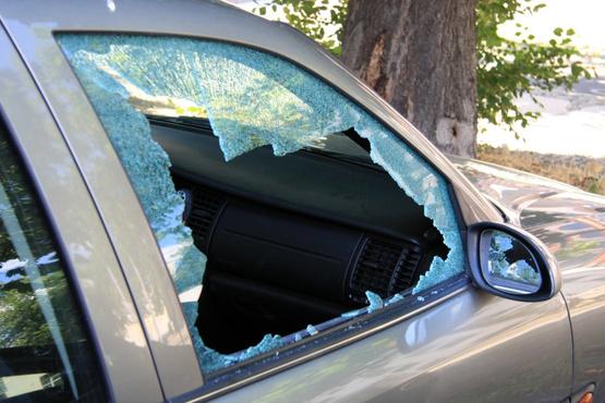 Разбивал стекла, скручивал провода: в Тюмени задержали мужчину, который пытался угнать три автомобиля