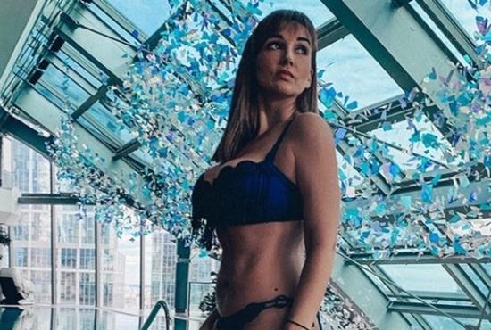 Российская телеведущая купила самый сексуальный купальник в своей жизни