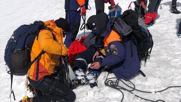 На вершине Эльбруса спасли пропавшего сутки назад школьника