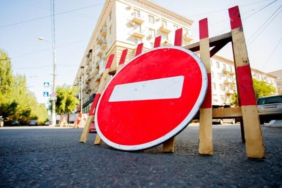 В Тюмени на месяц перекроют для транспорта два перекрестка: схемы