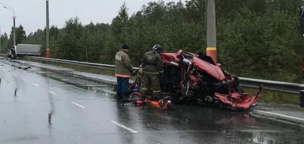 В массовом ДТП насмерть разбился водитель легковушки: фото