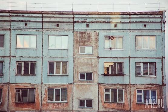 20-летняя девушка выжила, выпав с балкона третьего этажа