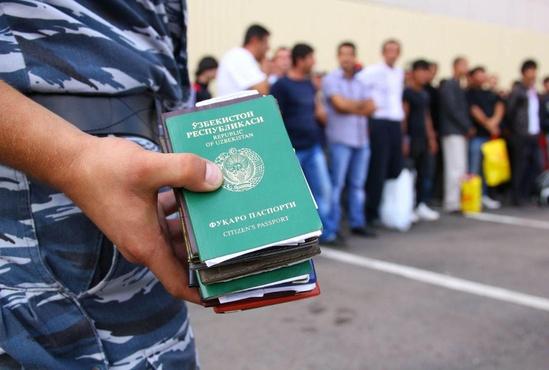 Житель Тобольска за 3,5 тысячи прописал у себя 14 мигрантов