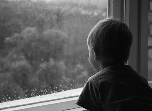 В тюменском детском саду никто не помог мальчику, который сломал ногу