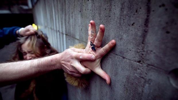 Житель Югры дважды пытался изнасиловать одну и ту же женщину. У него ничего не вышло