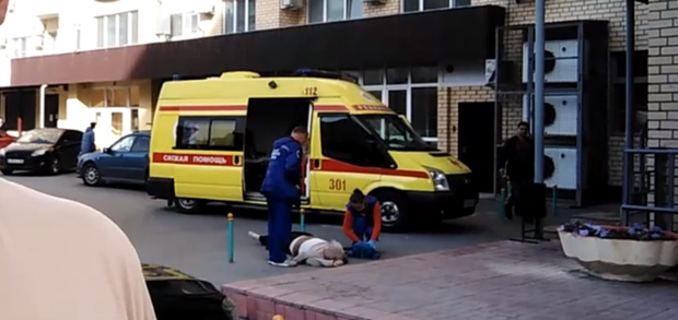 В Тюмени мужчина разбился насмерть, упав с большой высоты