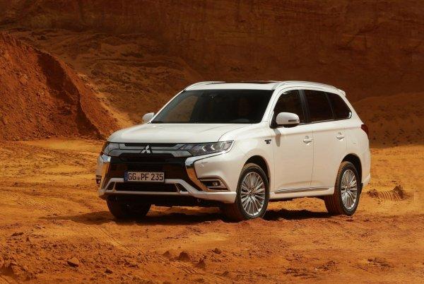 «Удобно, тихо и экономично»: Блогер подробно рассказал о Mitsubishi Outlander PHEV