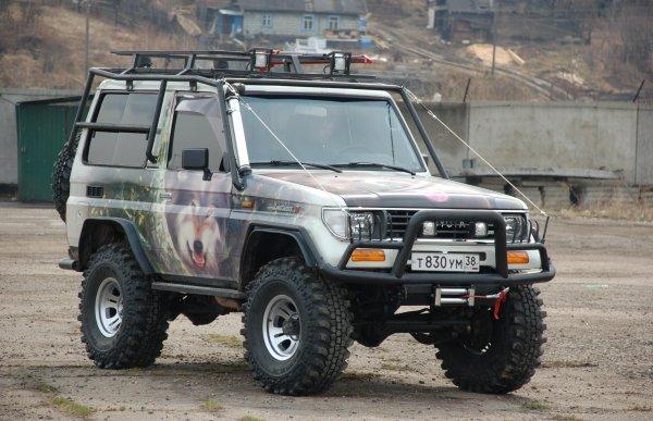 Обзорщик рассказал о редком «заряженном» Toyota Land Cruiser 71: «Царь корчей»