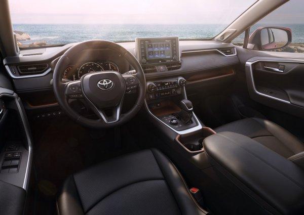 За такие деньги лучше Volkswagen Tiguan купить: Блогер высказался о рублевом ценнике нового Toyota RAV4