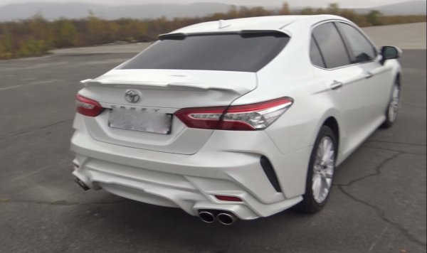 «Самая колхозная в России»: Сеть ужаснулась новой Toyota Camry с тюнингом за миллион