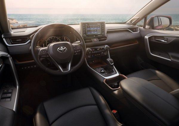 Машина с чистого листа: Чем пятый Toyota RAV4 лучше предшественника
