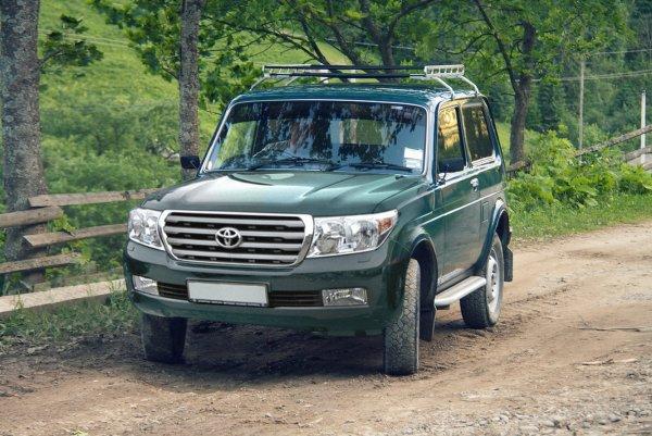 «АвтоВАЗ, Toyota – у вас девочка!»: В сети показали «гибрид» Toyota Land Cruiser и «Нивы»