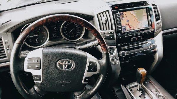 «Расходик масла-то конкретный получается»: Какие «сюрпризы» может преподнести почти идеальный Toyota LC 200 со «вторички» – блогер