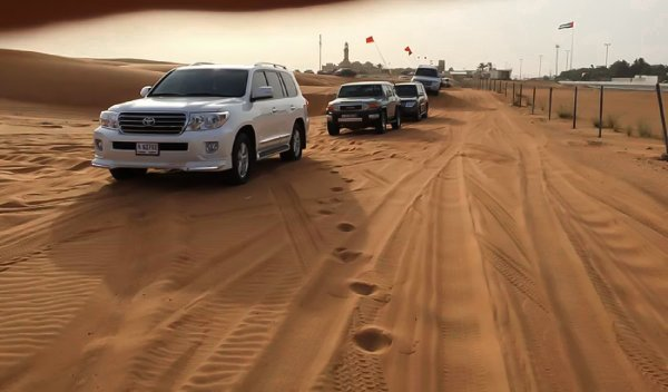 «Гнал траверсом по дюне и орал от ужаса»: Владелец рассказал, чем закончилась поездка на Toyota Land Cruiser 200 по пустыне