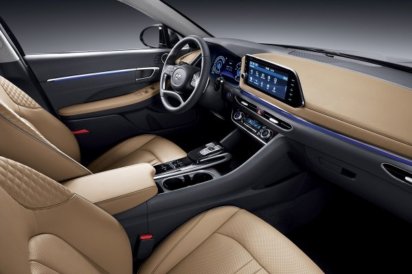 «Hyundai Sonata на голову выше Toyota Camry» - автоблогер