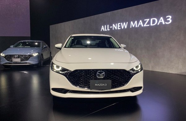 Вот и дожили - у машин галлюцинации: Mazda 3 из-за сбоев в ПО создает аварийные ситуации