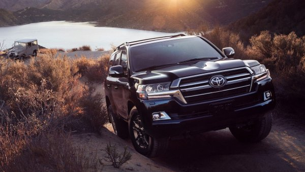 Пока УАЗ думает, Toyota делает вещи: Новый Toyota Land Cruiser 300 затмит собой «Русский Прадо» - Через время о российском внедорожнике никто и не вспомнит
