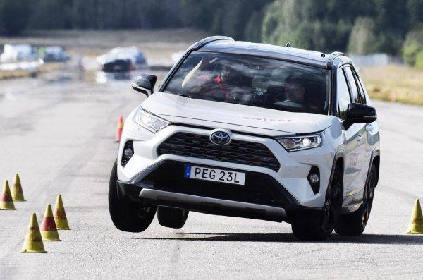 Для автоманьяков и консерваторов: Почему новый Toyota RAV4 – самый универсальный кроссовер российского рынка?