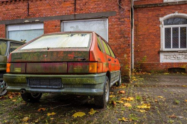 Гниющий эксклюзив: В Германии нашли парковку с экспортными LADA Samara с нулевым пробегом