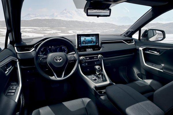 Уделывает «Тигуан», «Кодиак» и иже с ними: Почему Toyota RAV4 — лучший «скучный» кроссовер