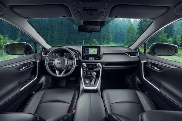 За безопасность можно не бояться: Новый кроссовер Toyota RAV4 пересдал «лосиный тест»