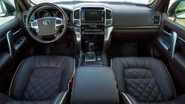 «Прет, как танк!»: Владелец нового Toyota Land Cruiser 200 рассказал о его лучших внедорожных показателях в своем классе