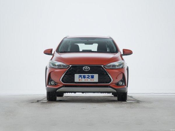 Японцам пора врываться в большую игру: Кроссовер Toyota Yaris LX по цене LADA XRay – везите в Россию срочно!