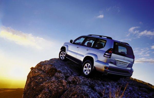 Экономят даже на пластике: Водитель сменил Toyota Land Cruiser Prado 120 на 150 и пожалел об этом в первый же месяц